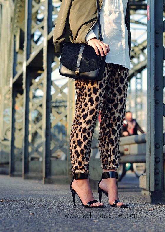 Fashionbloggermünchen-fashionblogger-blogger-fashionblog-münchen-munich-fashion-outfit-mode-style-streetstyle-bloggerstreetstyle-fashiioncarpet-fashiioncarpet-look-ootd-fashionblogdeutschland-deutscherfashionblogger-fashionbloggergermany-germanblogger-forever21bomberjacket-forever21-hackerbrücke